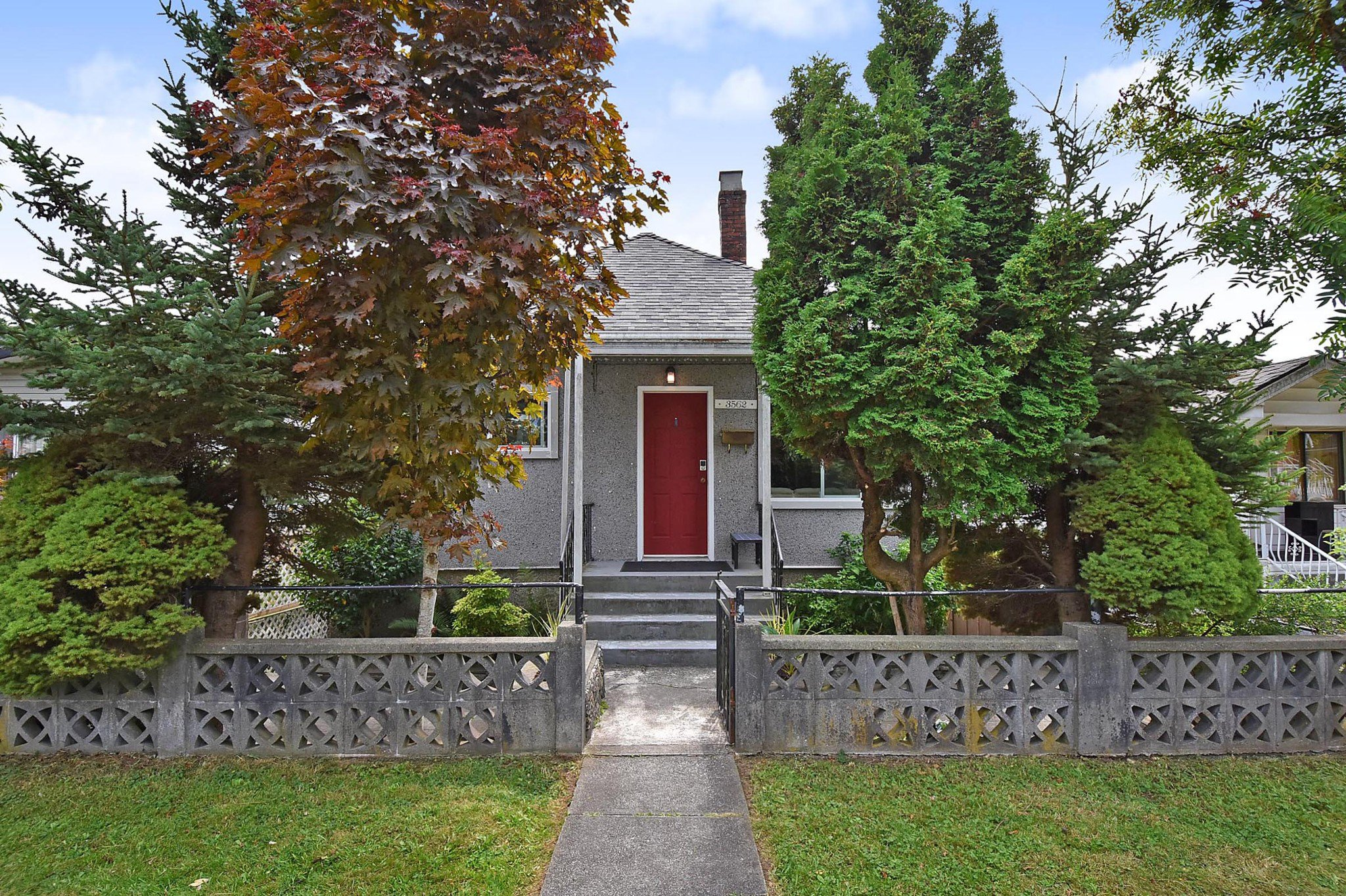 Main Photo: 3562 E GEORGIA Street in Vancouver: Renfrew VE House for sale (Vancouver East)  : MLS®# R2398131