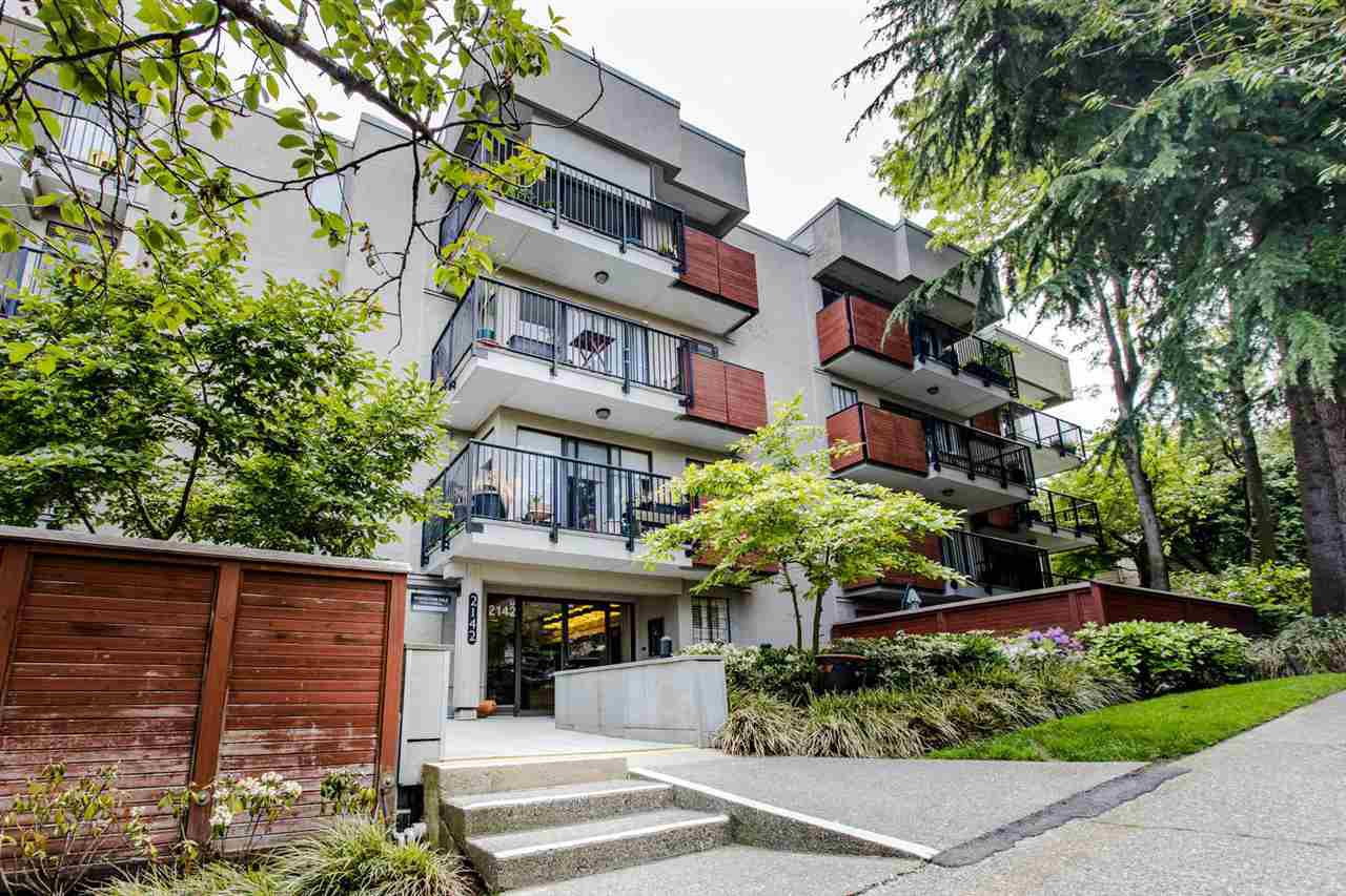 "Main Photo: 205 2142 CAROLINA Street in Vancouver: Mount Pleasant VE Condo for sale in ""WOOD DALE"" (Vancouver East)  : MLS®# R2488304"