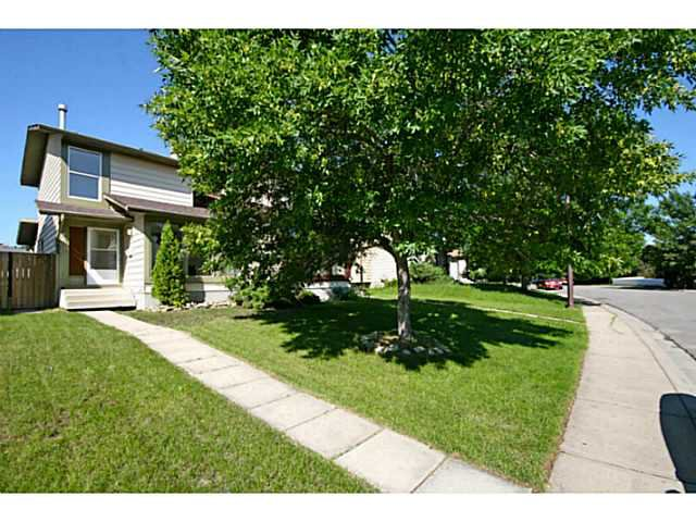 Main Photo: 29 TEMPLEMONT Drive NE in CALGARY: Temple Residential Attached for sale (Calgary)  : MLS®# C3576651