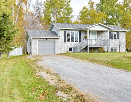 Main Photo: 40 Greenwood Crescent in Kawartha Lakes: Freehold for sale : MLS®# X3342889