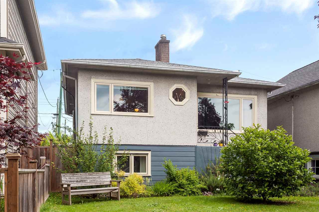 Main Photo: 4354 PRINCE ALBERT STREET in Vancouver: Fraser VE House for sale (Vancouver East)  : MLS®# R2074486