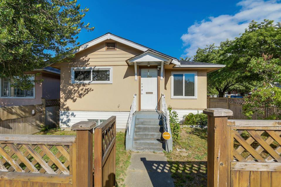Main Photo: : House for sale : MLS®# r2119614