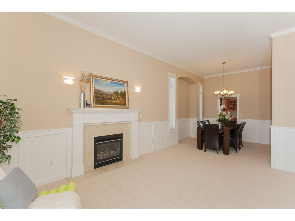 Photo 5: Photos: 18932 68B AVENUE in Surrey: Clayton House for sale (Cloverdale)  : MLS®# R2251083