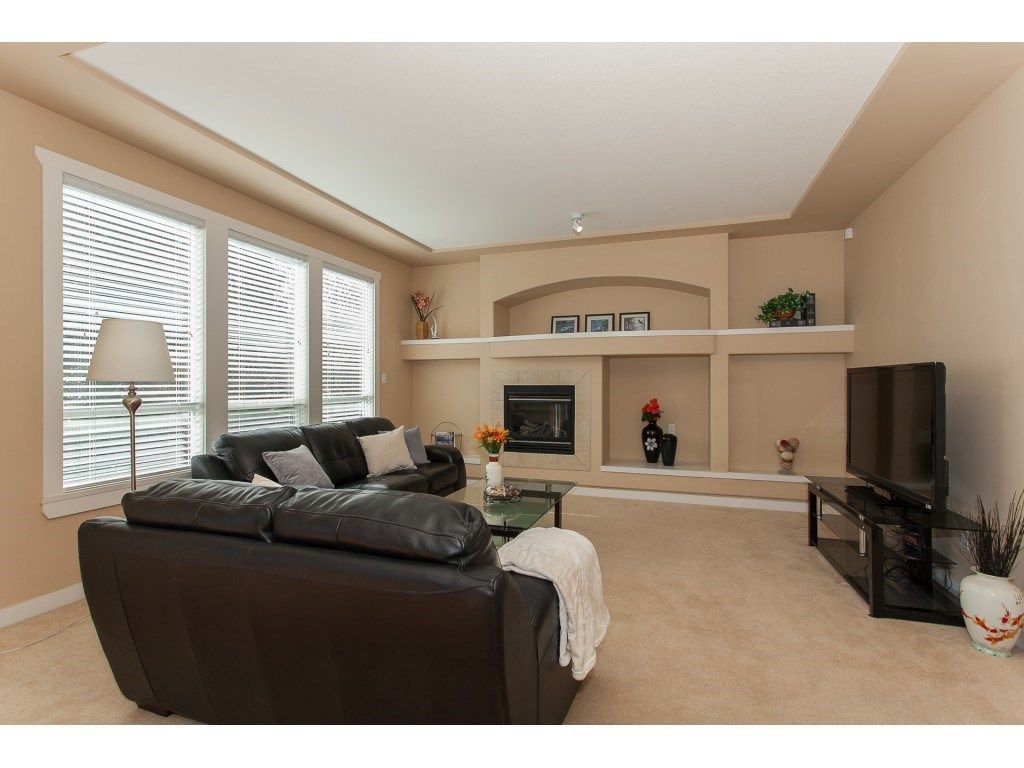 Photo 7: Photos: 18932 68B AVENUE in Surrey: Clayton House for sale (Cloverdale)  : MLS®# R2251083