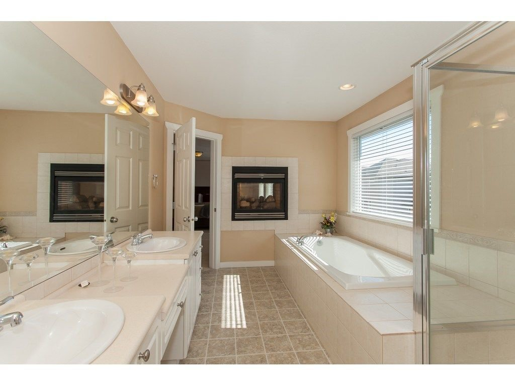 Photo 16: Photos: 18932 68B AVENUE in Surrey: Clayton House for sale (Cloverdale)  : MLS®# R2251083