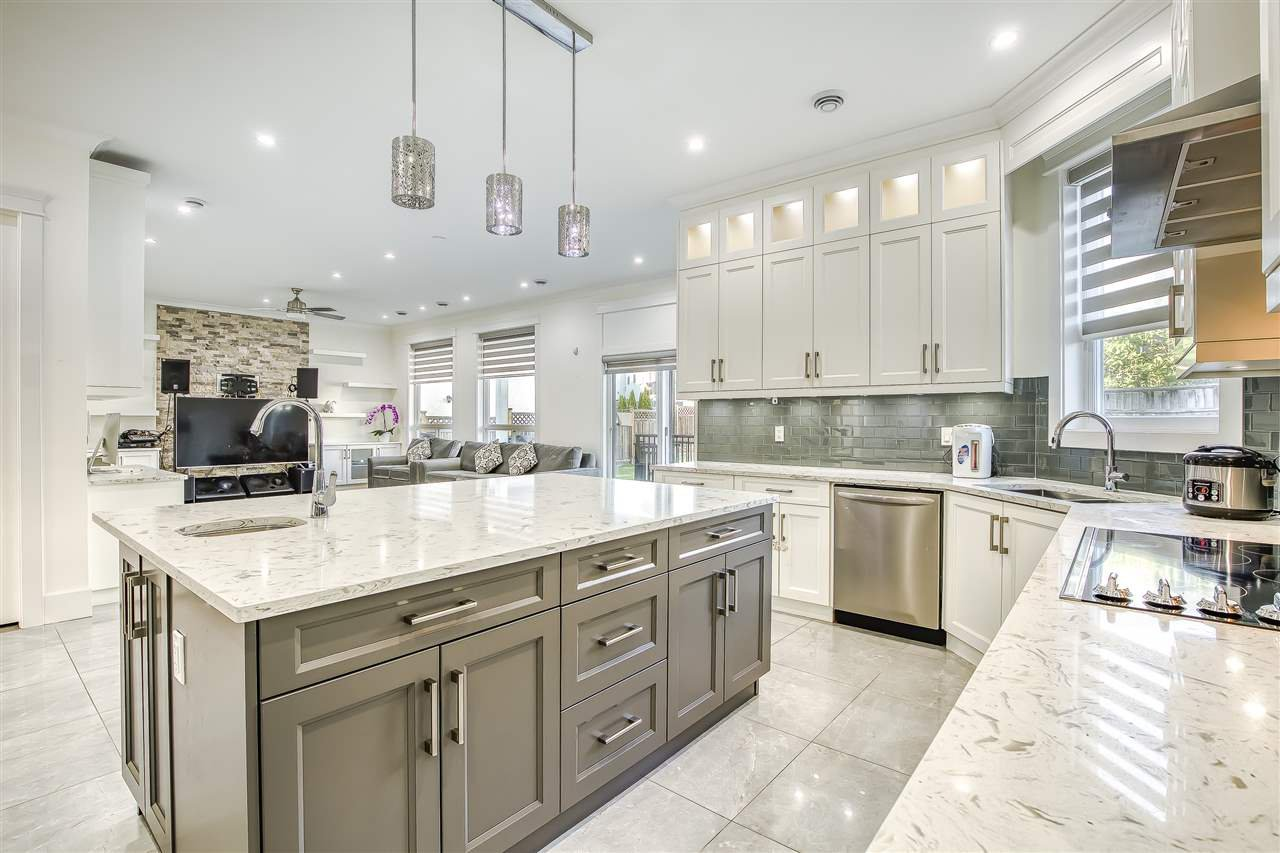 Main Photo: 8366 154 Street in Surrey: Fleetwood Tynehead House for sale : MLS®# R2475104