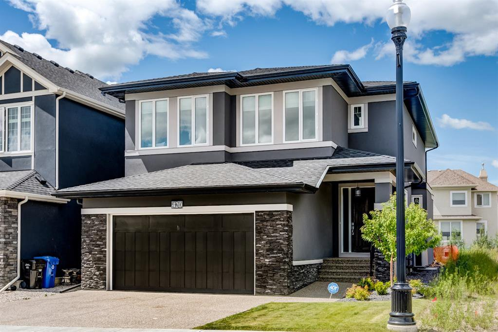 Main Photo: 420 Discovery Place SW in Calgary: Discovery Ridge Detached for sale : MLS®# A1033800
