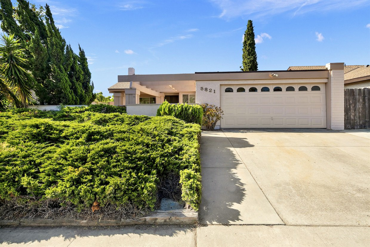 Main Photo: TIERRASANTA House for sale : 4 bedrooms : 5821 Antigua Blvd in San Diego
