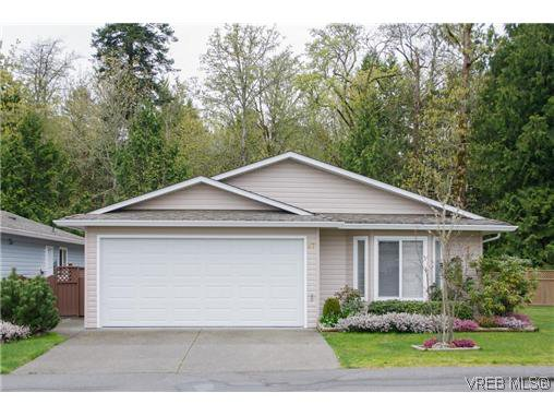 Main Photo: 97 7570 Tetayut Rd in SAANICHTON: CS Hawthorne Manufactured Home for sale (Central Saanich)  : MLS®# 636903