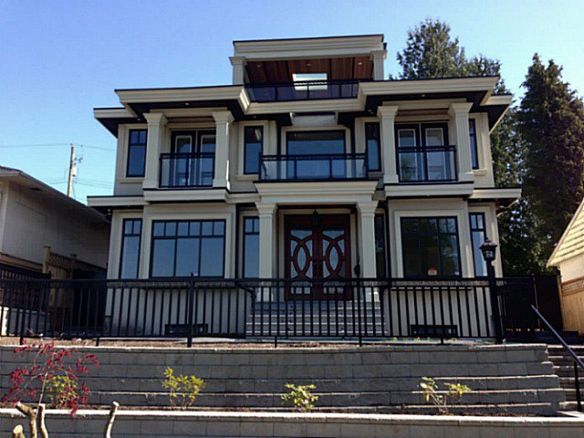 Main Photo: 3914 NITHSDALE ST in Burnaby: Burnaby Hospital House for sale (Burnaby South)  : MLS®# V1079873