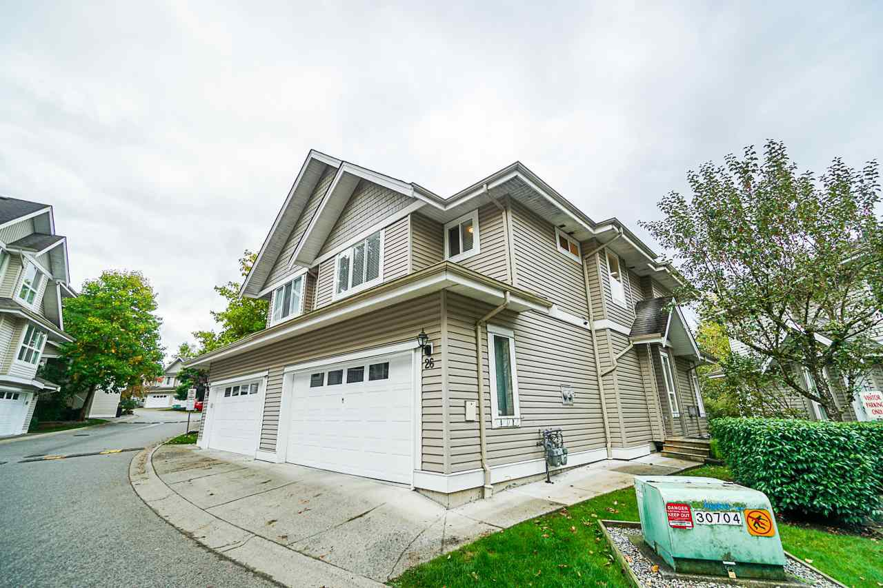 "Main Photo: 26 8568 209 Street in Langley: Walnut Grove Townhouse for sale in ""Creekside Estates"" : MLS®# R2409105"