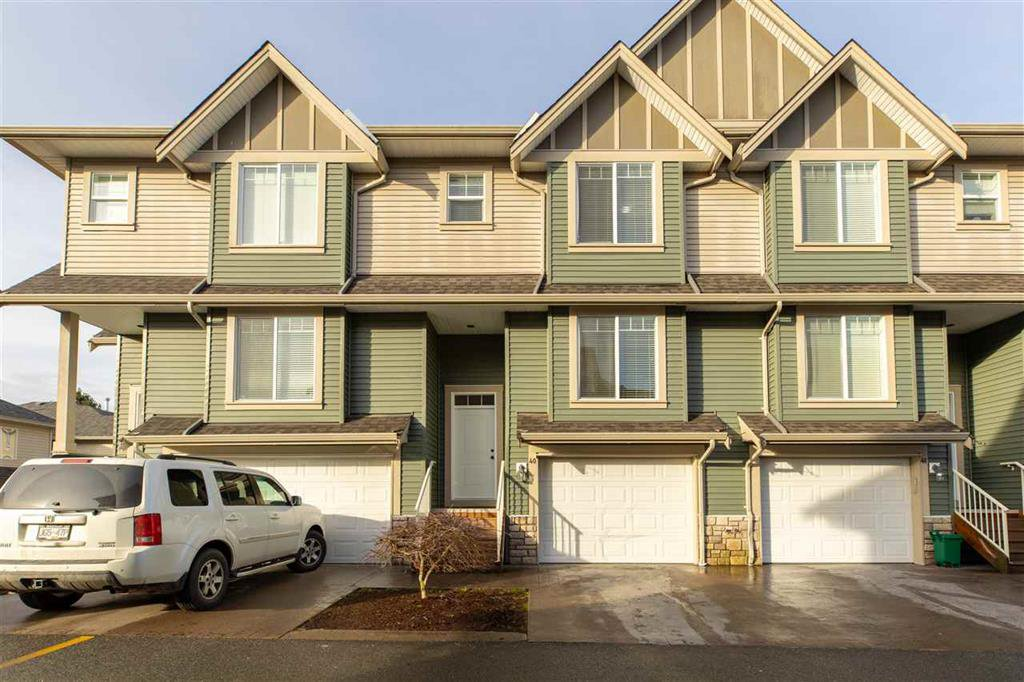 Main Photo: 40 6498 Southdowne Place in Sardis: Townhouse for sale : MLS®# R2434103