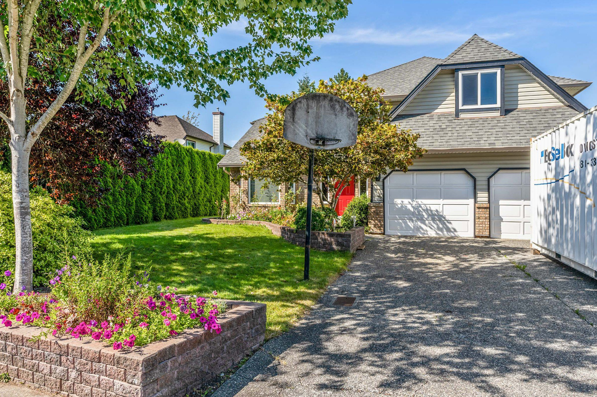 Main Photo: 21923 44A Avenue in Langley: Murrayville House for sale : MLS®# R2487713