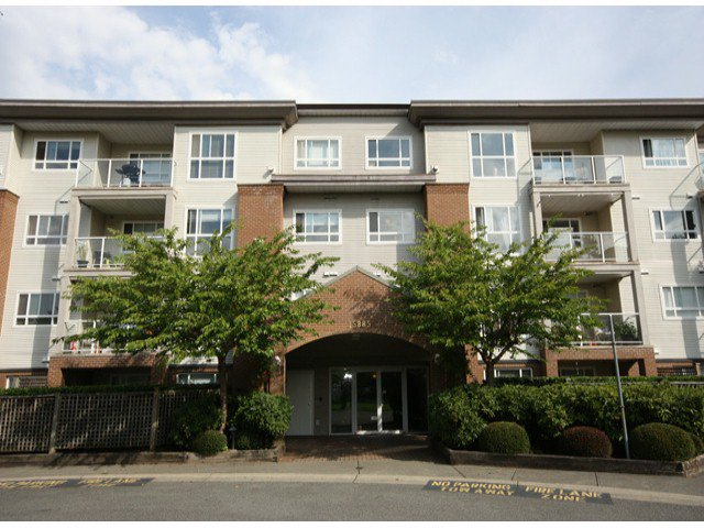 "Photo 2: Photos: 310 15885 84TH Avenue in Surrey: Fleetwood Tynehead Condo for sale in ""Abbey Road"" : MLS®# F1320376"
