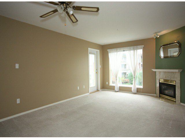"Photo 8: Photos: 310 15885 84TH Avenue in Surrey: Fleetwood Tynehead Condo for sale in ""Abbey Road"" : MLS®# F1320376"