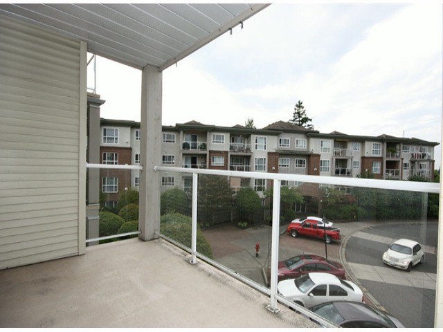 "Photo 15: Photos: 310 15885 84TH Avenue in Surrey: Fleetwood Tynehead Condo for sale in ""Abbey Road"" : MLS®# F1320376"