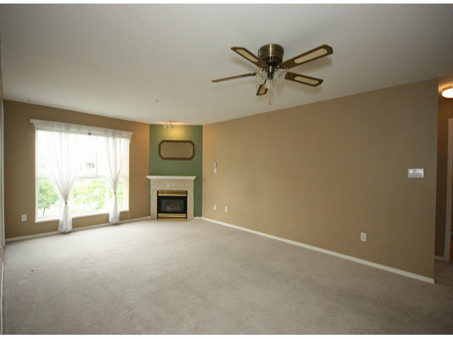 "Photo 7: Photos: 310 15885 84TH Avenue in Surrey: Fleetwood Tynehead Condo for sale in ""Abbey Road"" : MLS®# F1320376"