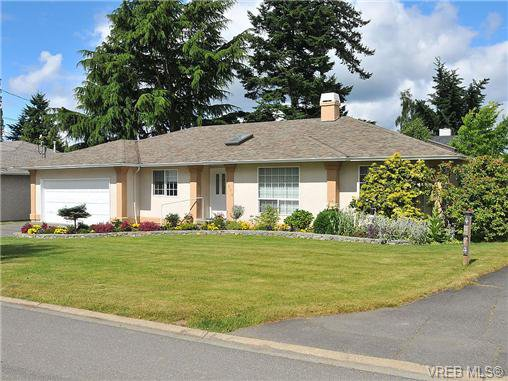 Main Photo: 4570 Viewmont Avenue in VICTORIA: SW Royal Oak Residential for sale (Saanich West)  : MLS®# 328125