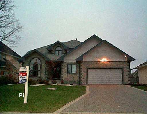 Main Photo: 102 SHORELINE Drive: Winnipeg Single Family Detached for sale (1m)  : MLS®# 2618206
