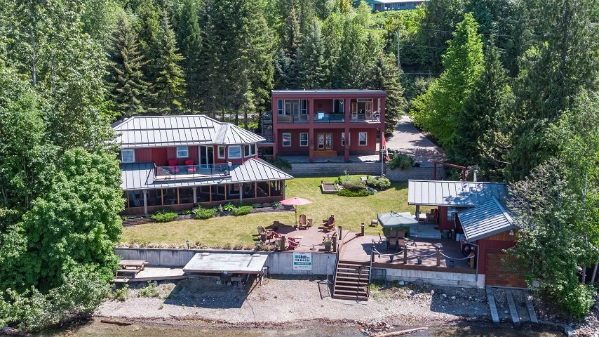 Main Photo: 6017 Eagle Bay Road in Eagle Bay: House for sale : MLS®# 10190843