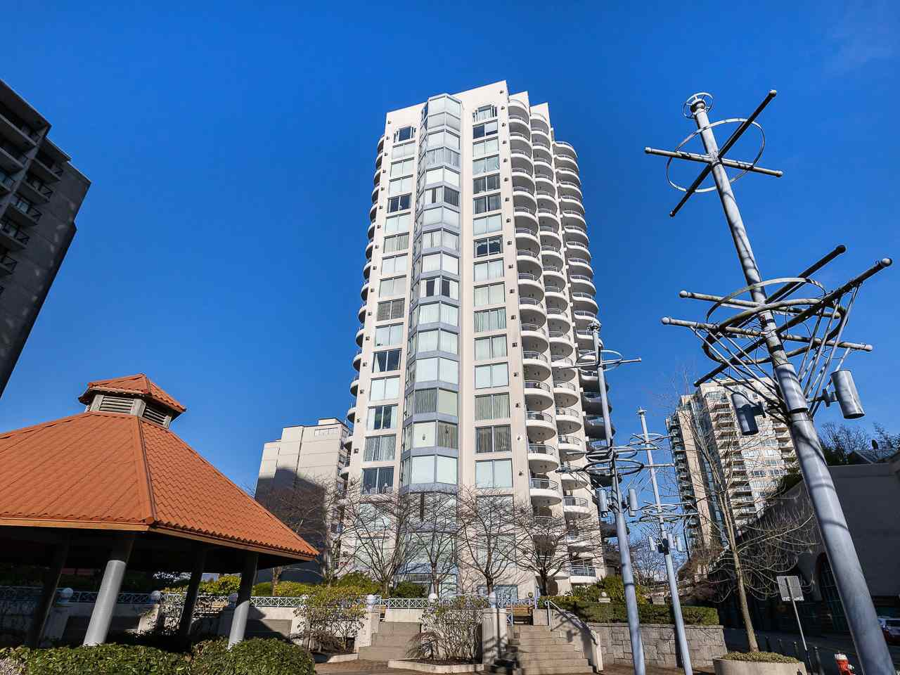 "Main Photo: 804 719 PRINCESS Street in New Westminster: Uptown NW Condo for sale in ""STIRLING PLACE"" : MLS®# R2432360"