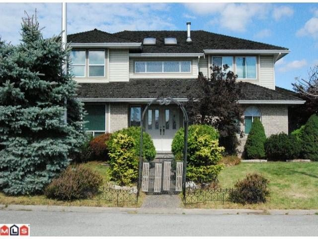Main Photo: 9009 161 Street in Surrey: Fleetwood Tynehead House for sale : MLS®# F1022465