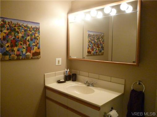 Photo 5: Photos: 12 848 Esquimalt Road in VICTORIA: Es Old Esquimalt Residential for sale (Esquimalt)  : MLS®# 319030