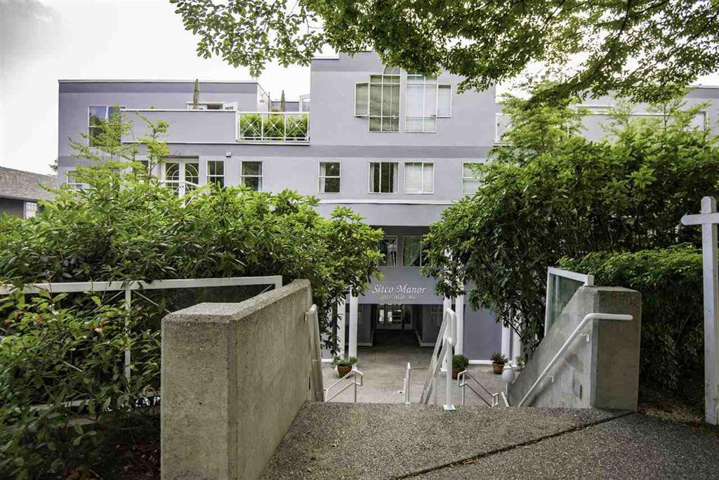 Main Photo: 304 1023 Wolfe Avenue in Vancouver: Condo for sale : MLS®# r2079640