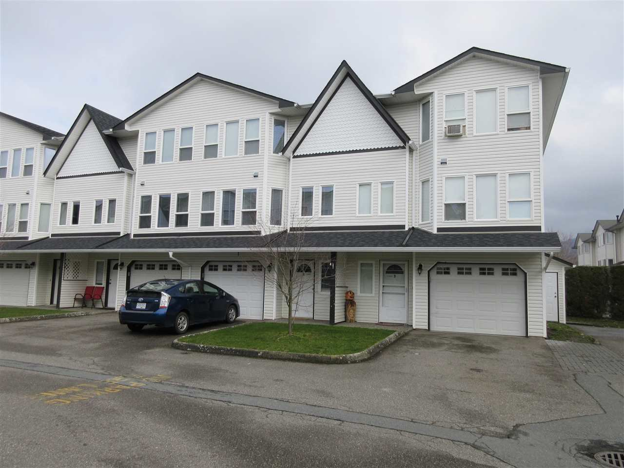 """Main Photo: 9 45286 WATSON Road in Chilliwack: Vedder S Watson-Promontory Townhouse for sale in """"WATSON WILLOWS"""" (Sardis)  : MLS®# R2439721"""