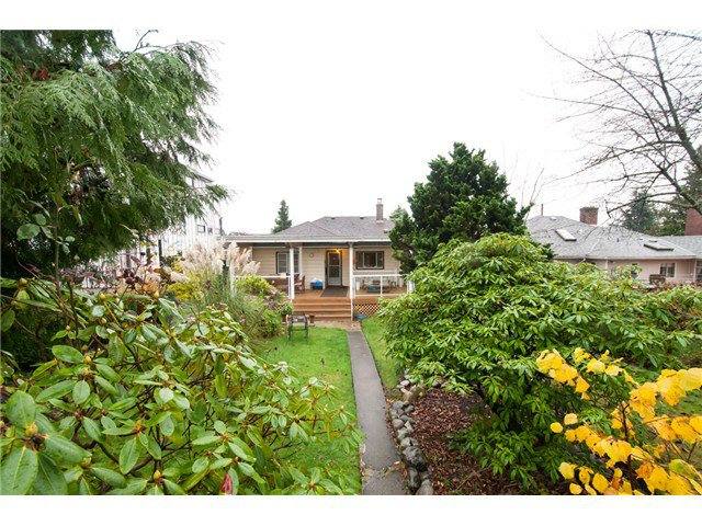 Photo 9: Photos: 1827 HAMILTON ST in New Westminster: West End NW House for sale : MLS®# V981153