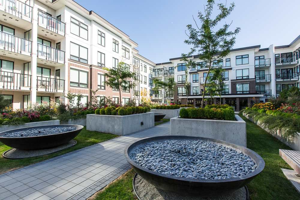 Main Photo: 118 9333 Tomicki Avenue in Richmond: West Cambie Condo for sale