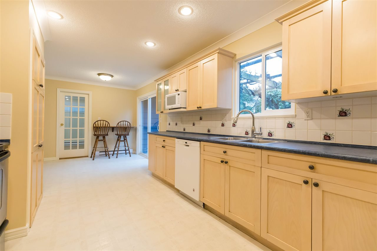 """Main Photo: 10711 ROSECROFT Crescent in Richmond: South Arm House for sale in """"MONTROSE ESTATES"""" : MLS®# R2426918"""