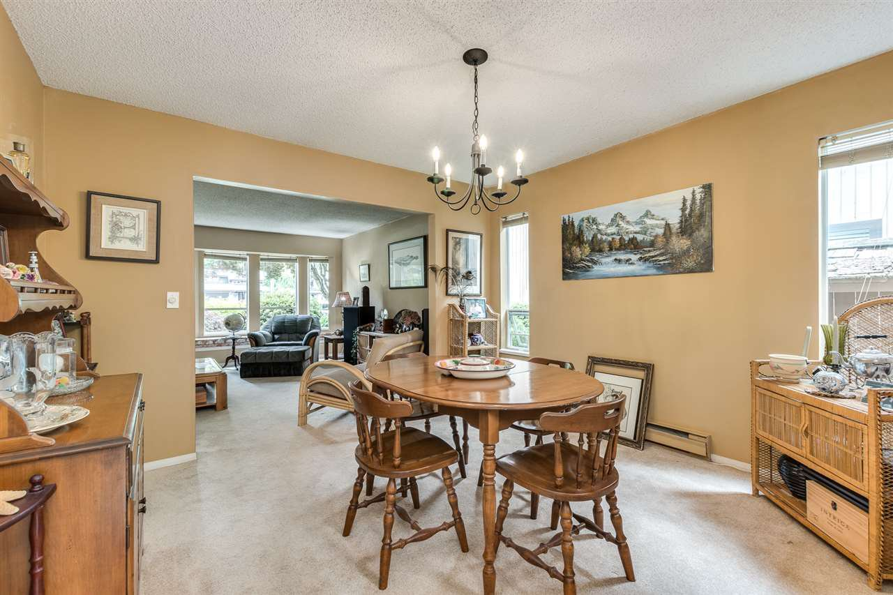 Photo 9: Photos: 1060 LOMBARDY Drive in Port Coquitlam: Lincoln Park PQ House for sale : MLS®# R2462097