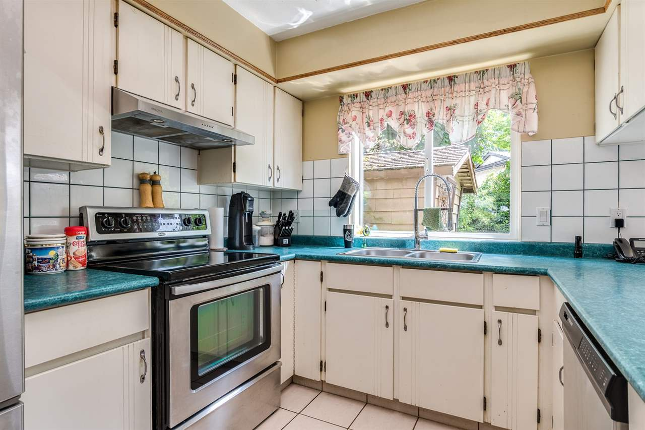 Photo 15: Photos: 1060 LOMBARDY Drive in Port Coquitlam: Lincoln Park PQ House for sale : MLS®# R2462097