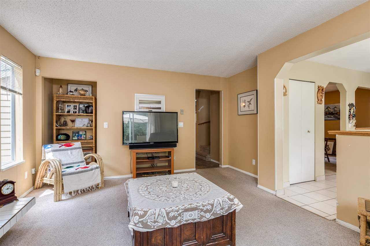 Photo 12: Photos: 1060 LOMBARDY Drive in Port Coquitlam: Lincoln Park PQ House for sale : MLS®# R2462097