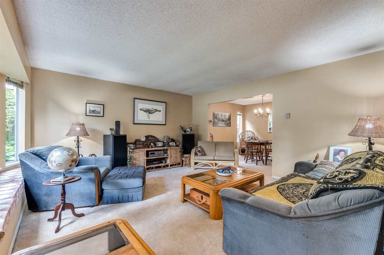 Photo 5: Photos: 1060 LOMBARDY Drive in Port Coquitlam: Lincoln Park PQ House for sale : MLS®# R2462097