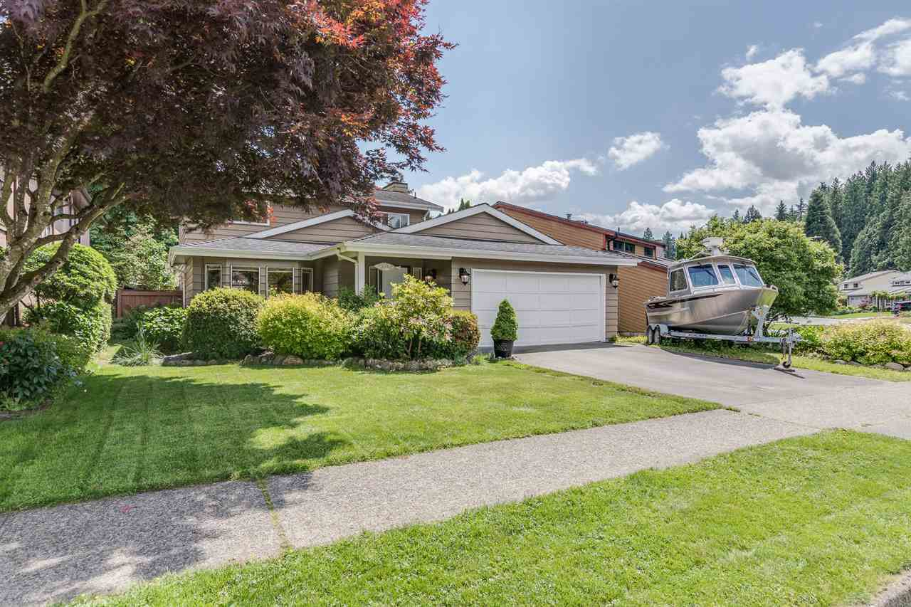 Photo 2: Photos: 1060 LOMBARDY Drive in Port Coquitlam: Lincoln Park PQ House for sale : MLS®# R2462097