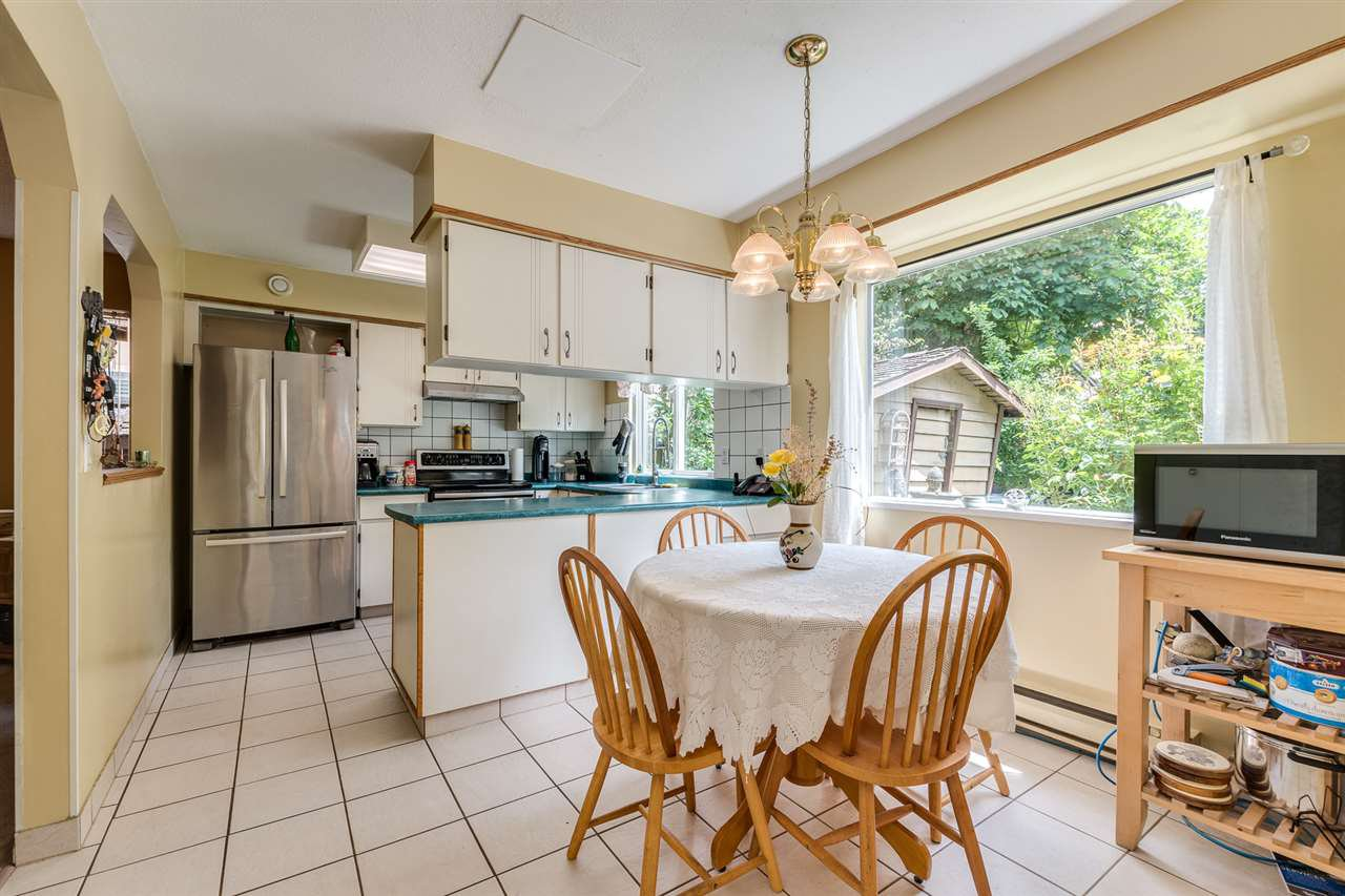 Photo 13: Photos: 1060 LOMBARDY Drive in Port Coquitlam: Lincoln Park PQ House for sale : MLS®# R2462097