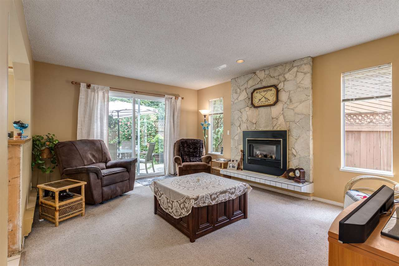 Photo 10: Photos: 1060 LOMBARDY Drive in Port Coquitlam: Lincoln Park PQ House for sale : MLS®# R2462097