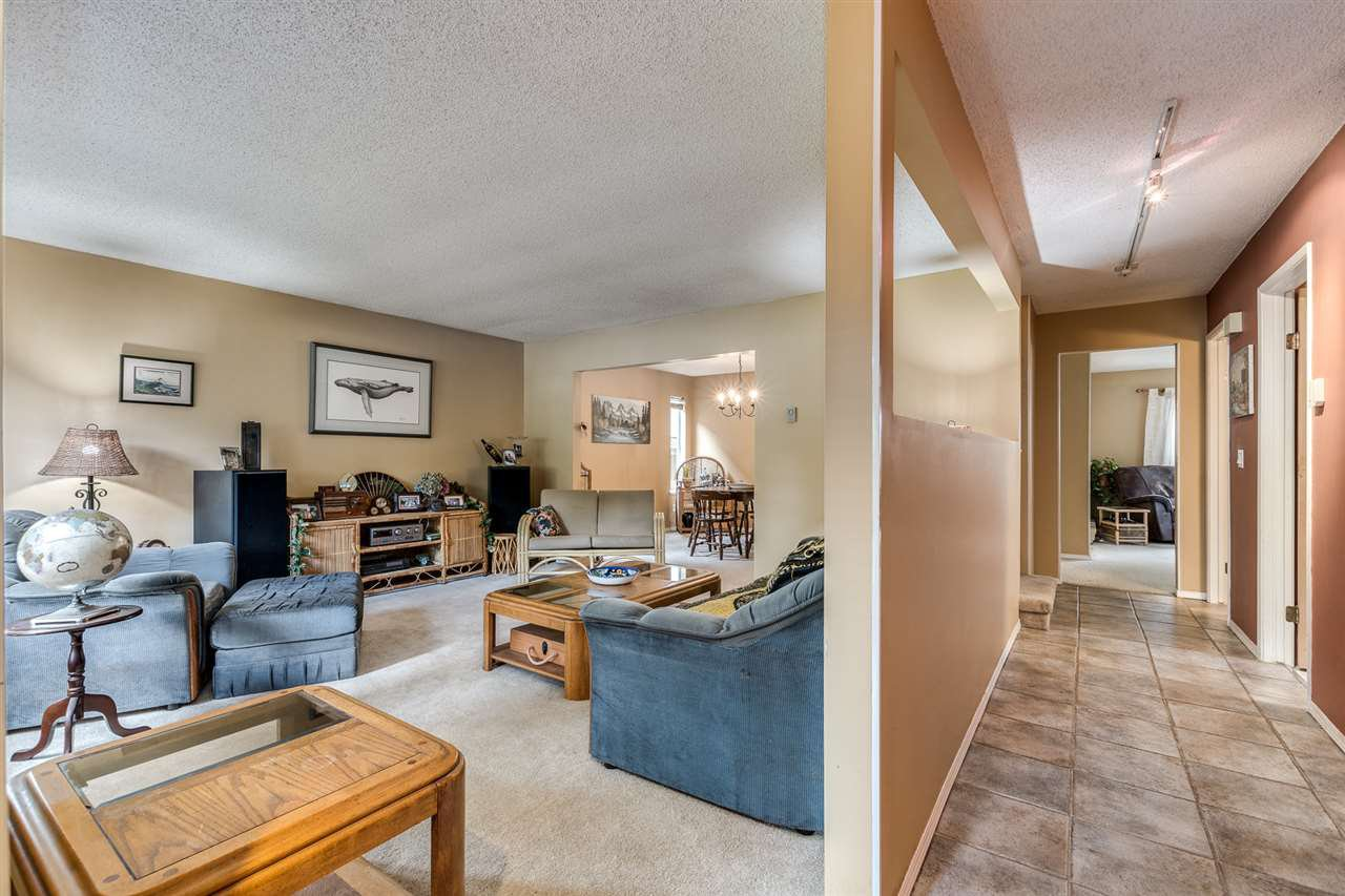 Photo 4: Photos: 1060 LOMBARDY Drive in Port Coquitlam: Lincoln Park PQ House for sale : MLS®# R2462097