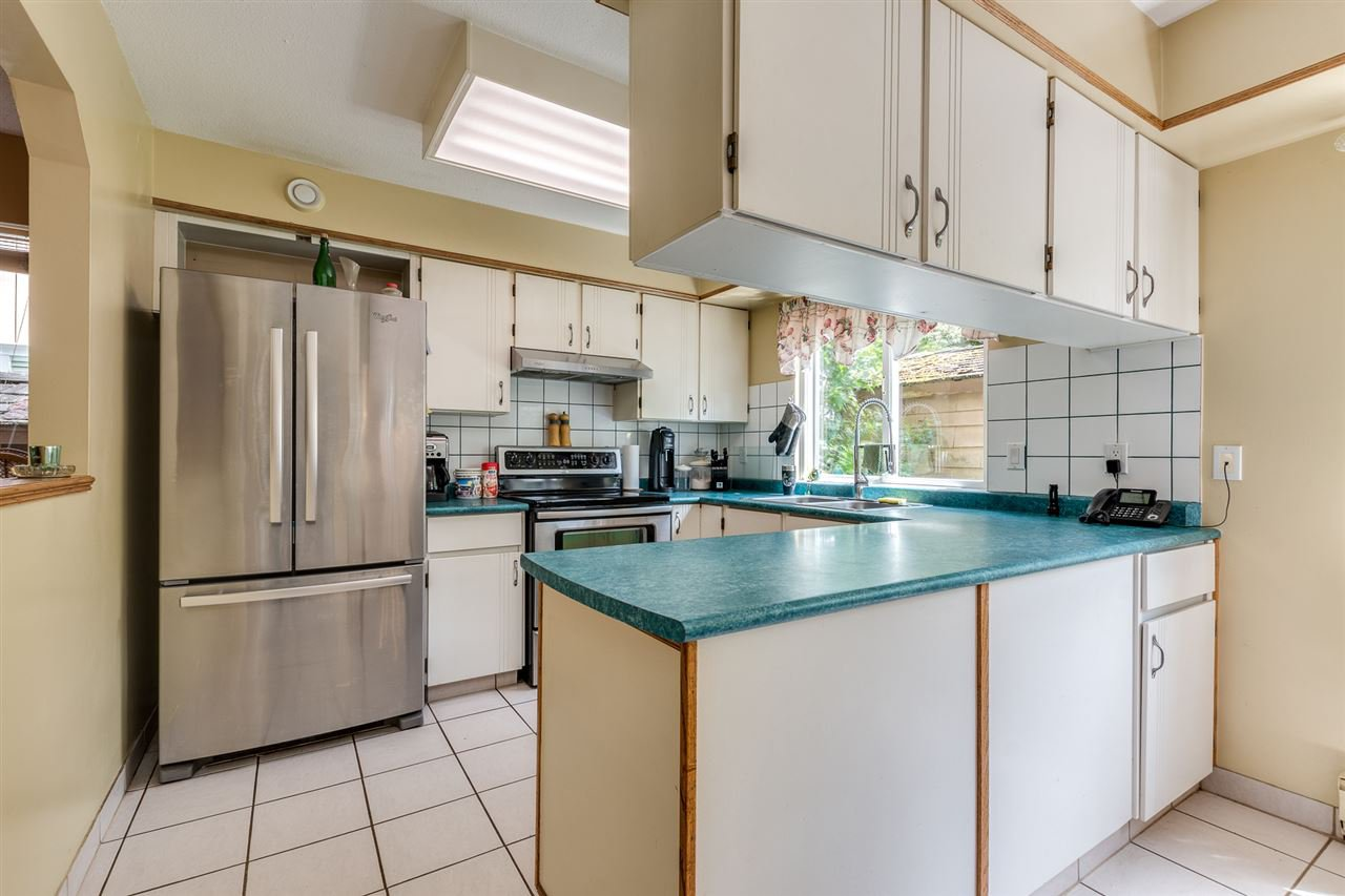 Photo 14: Photos: 1060 LOMBARDY Drive in Port Coquitlam: Lincoln Park PQ House for sale : MLS®# R2462097