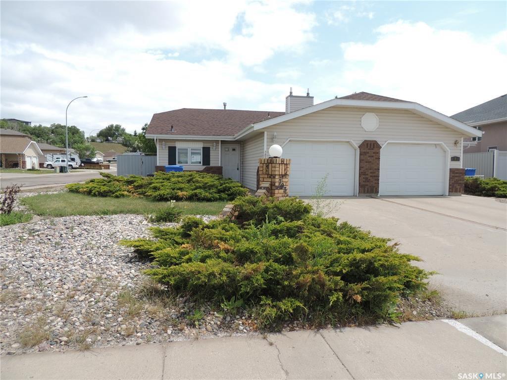 Main Photo: 703 Park Drive in Estevan: Bay Meadows Residential for sale : MLS®# SK813464