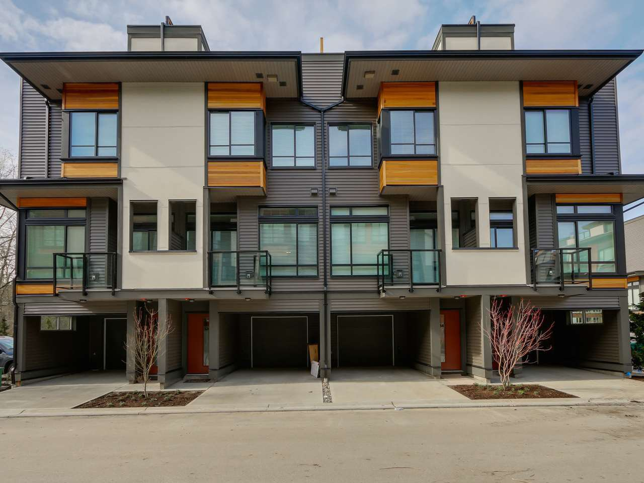 Main Photo: 54 7811 209 STREET in : Langley City Townhouse for sale : MLS®# R2038154
