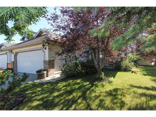 Main Photo: 359 SUNLAKE Road SE in CALGARY: Sundance Residential Detached Single Family for sale (Calgary)  : MLS®# C3577180