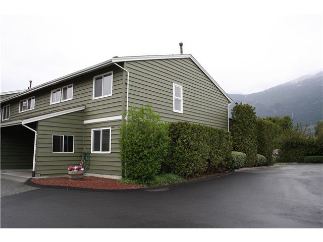 Main Photo: # 8 38397 BUCKLEY AV in Squamish: Dentville Townhouse for sale : MLS®# V1118936