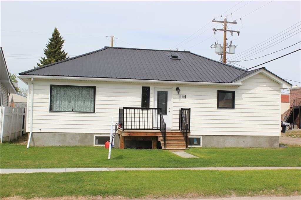Main Photo: 1014 Nanton Avenue: Crossfield Detached for sale : MLS®# C4281376