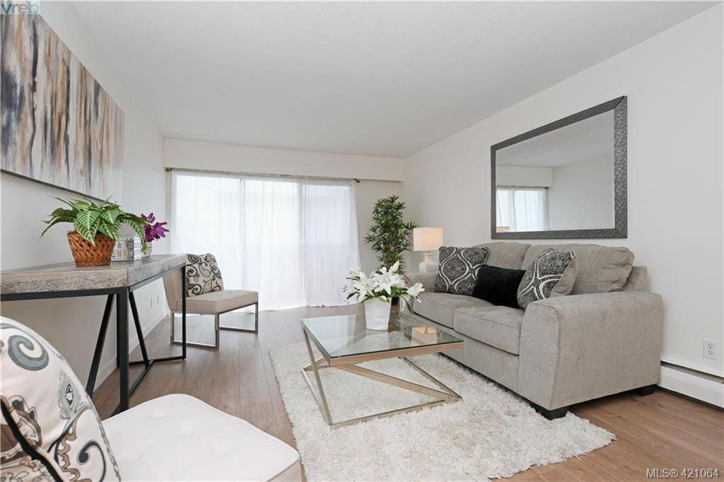 Main Photo: 426 964 Heywood Avenue in VICTORIA: Vi Fairfield West Condo Apartment for sale (Victoria)  : MLS®# 421064