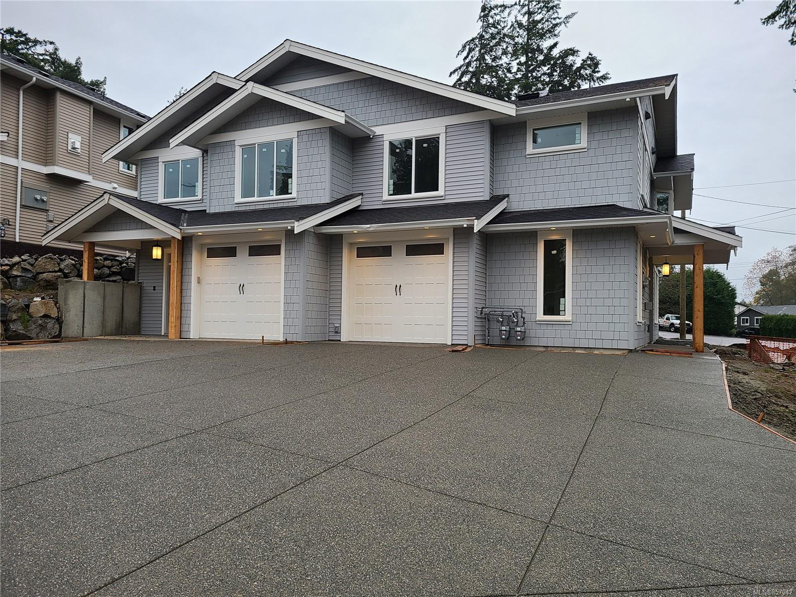 Main Photo: 102 Golden Oaks Cres in : Na North Nanaimo Half Duplex for sale (Nanaimo)  : MLS®# 857047