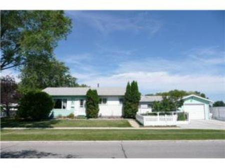 Main Photo: 23 Voyageur Avenue: Residential for sale (Crestview)  : MLS®# 1014955