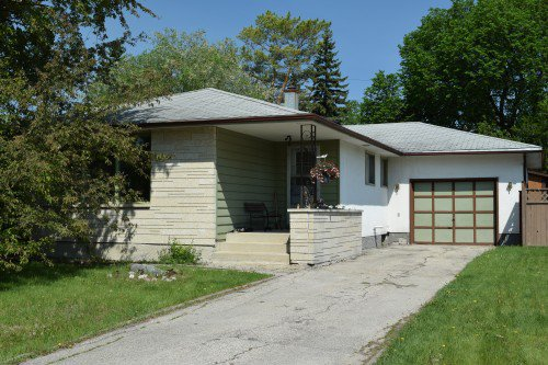 Main Photo: 30 Waterford Bay in Winnipeg: West Fort Garry Single Family Detached for sale (South Winnipeg)  : MLS®# 1520831